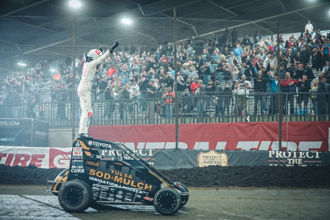 Cannon McIntosh holds off Tyler Courtney for victory in opening Chili Bowl preliminary
