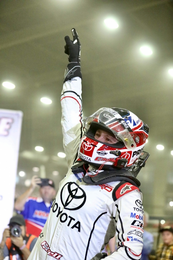 Christopher Bell charges to fifth straight Chili Bowl preliminary win