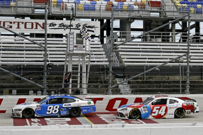 Tearful Chase Briscoe holds off Kyle Busch for emotional win at Darlington