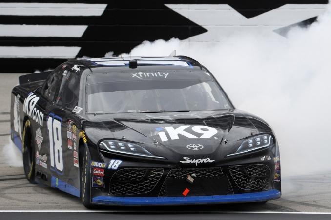 Kyle Busch closes late to win Xfinity race at Texas