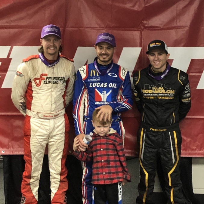 Kyle Larson, Christopher Bell both make statements in Tuesday Chili Bowl races