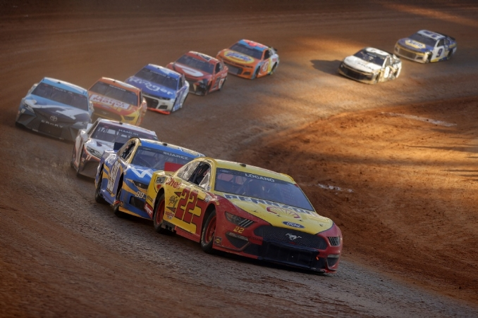 NASCAR's dirt debut at Bristol lives up to expectations