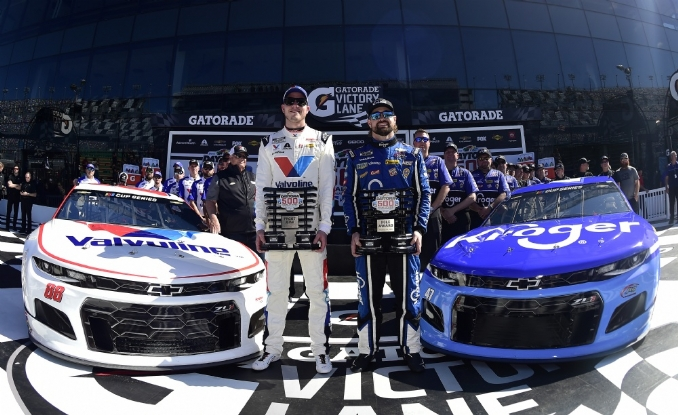 Stenhouse wins pole in coming out party with JTG Daugherty Racing
